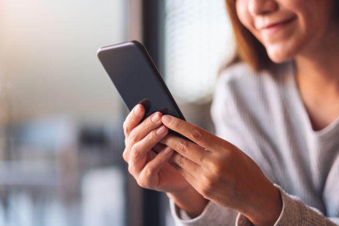 街中で当たる占い師を探すよりも電話占いサイトで探すほうが効率的です